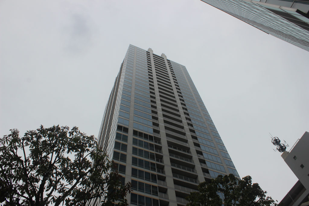 L'immeuble de Faris. Lui est vraiment identique à celui apparaissant dans la franchise.