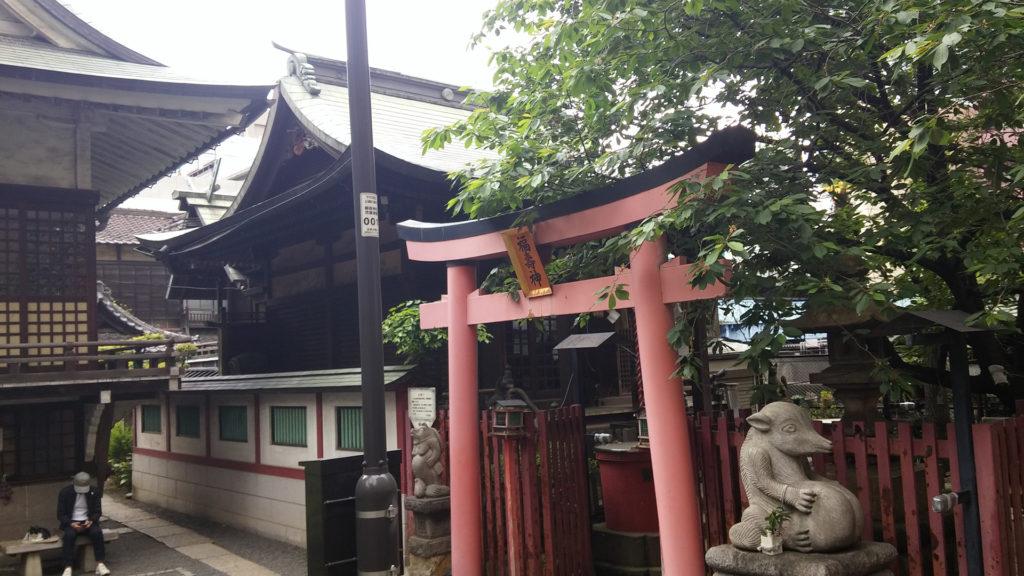 L'alter-ego du sanctuaire Yanabayashi, à Akihabara, bien que ce dernier se soit plus inspiré du sanctuaire Akiba niveau design.